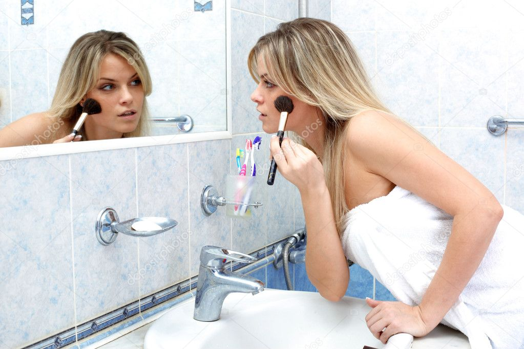 Young woman during daily morning routines — Stock Photo #3138411