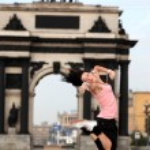 Woman modern dancer in сity — Stock Photo #3393659