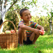 Boy with apples in garden — Stockfoto
