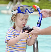 Child learn to swim . — Stock Photo
