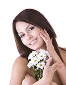 Vackra unga med blomma. massage. — Stockfoto