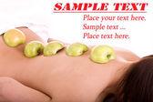 Flicka på spa resort. exotiska frukter massage. — Stockfoto