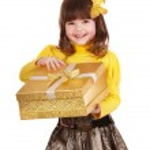 Little girl open gift box. — Stock Photo #3321091