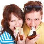 Man and girl eating cake. — Stock Photo #3321335