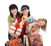 Tre belle fidanzate amanti dello shopping. — Foto Stock