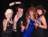 Grupo feliz con vino. — Foto de Stock