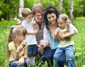 Family with kids eating ice-cream. — Stock Photo