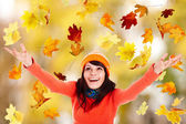 Girl in autumn orange hat with outstretched arm. — Stockfoto