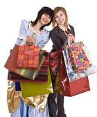 Dos hermosas novias disfrutan de las compras. — Foto de Stock