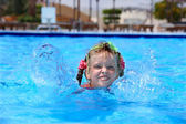Child swim in swimming pool. — Stockfoto