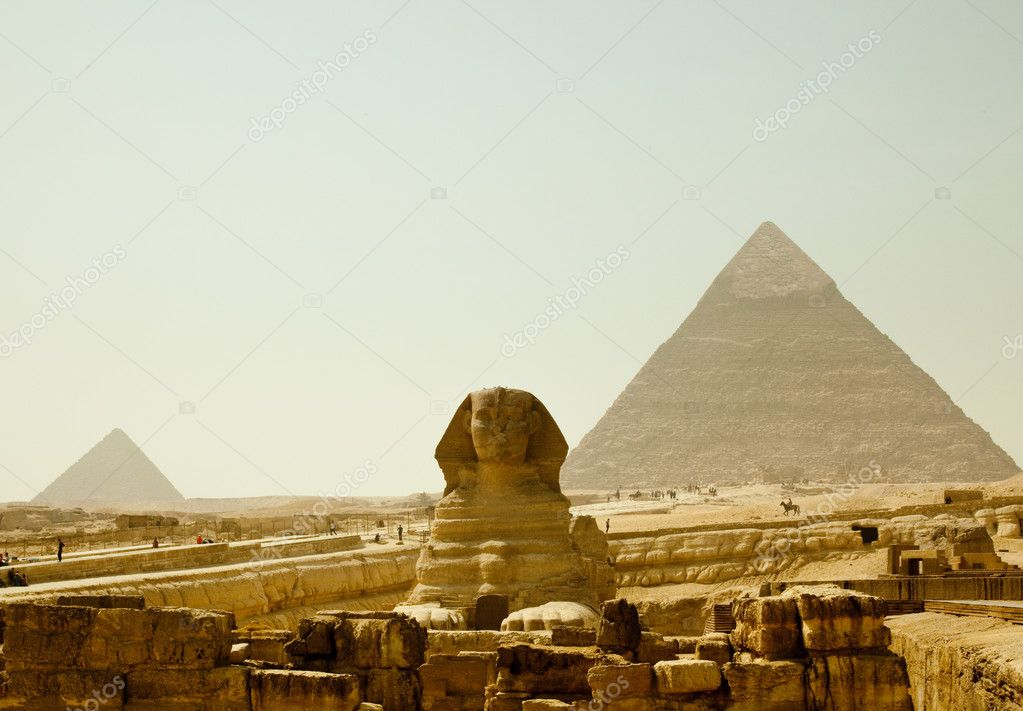 Smoggy view of Sphinx at Giza near Cairo in Egypt — Stock Photo #2825734