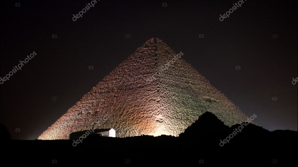 Giza Pyramids and sphinx illuminated by colored lights at night — Zdjęcie stockowe #2825750