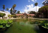 Botanická budova v parku balboa — Stock fotografie