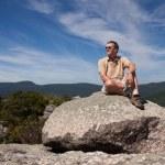 Hiker overlooking Shenandoah valley — Stock Photo