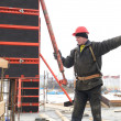 Worker builder and concrete formwork — Stock Photo