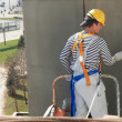 Builder facade painter at work — 图库照片