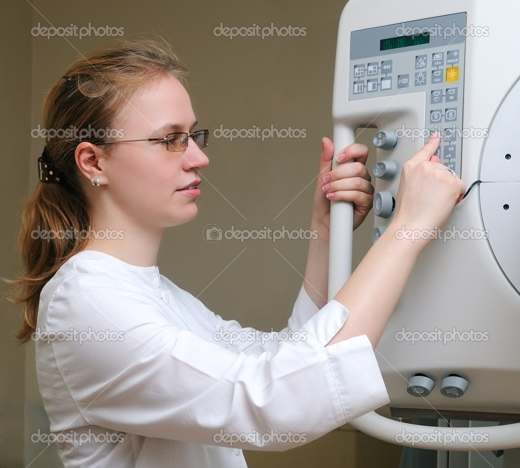 Smiling x-ray laboratory assistant doctor and medical equipment — Stock Photo #3243030