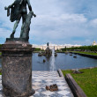 The Palaces, Fountains, and Gardens of  Peterhof Grand Palace in Saint-Pete — Stock Photo