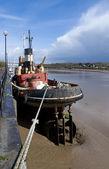 Vlečný člun při odlivu — Stock fotografie