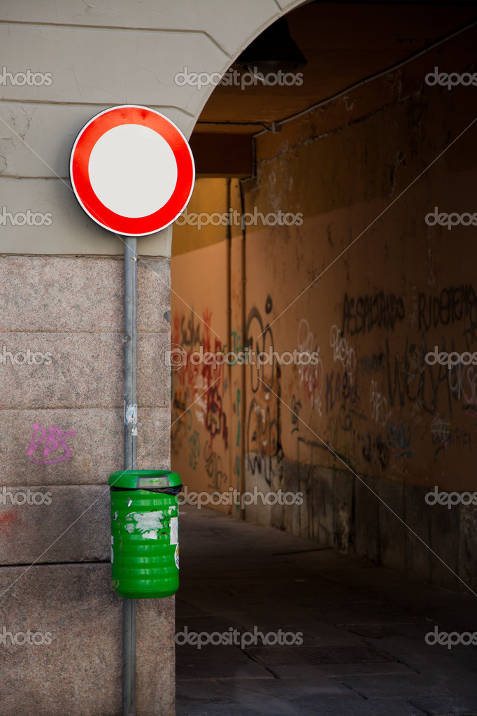 Traffic Ban Sign with Green Waste Bin in Milan — Stock Photo #3571693