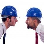 dwóch inżynierów z hełmem i krawat ośmielę się wzajemnie — Zdjęcie stockowe