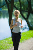 Woman jogging — Stockfoto