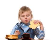 Dziewczynka jedzenie — Zdjęcie stockowe