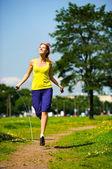 Mit springseil springen — Stockfoto