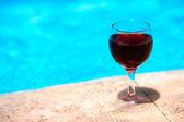 ワインとプール — ストック写真