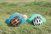 Two cyclists resting — Stock Photo