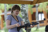 Woman charges air gun — Stock Photo
