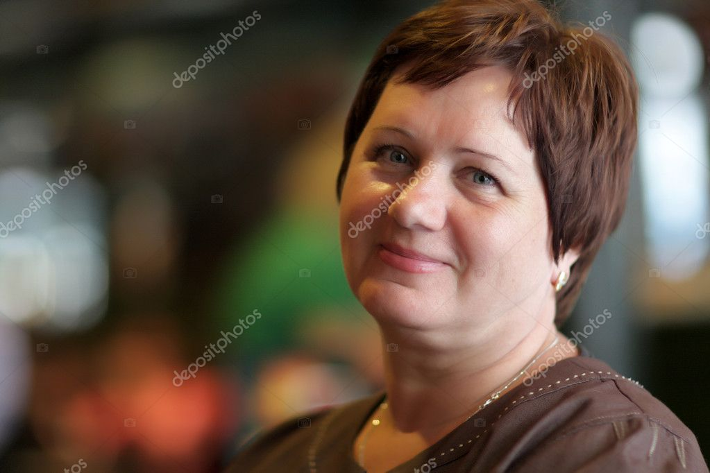The happy mature woman poses in a cafe — Stock Photo #3517492