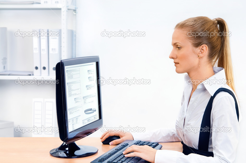 Woman works at the computer. Screen has a clipping path. — Stock Photo #3255228