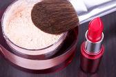 Make-up kartáč na prach a lipstic — Stock fotografie