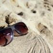 Modern sunglasses on sand - Foto Stock