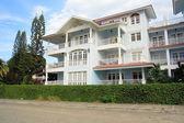 Típico apart hotel en caribe — Foto de Stock