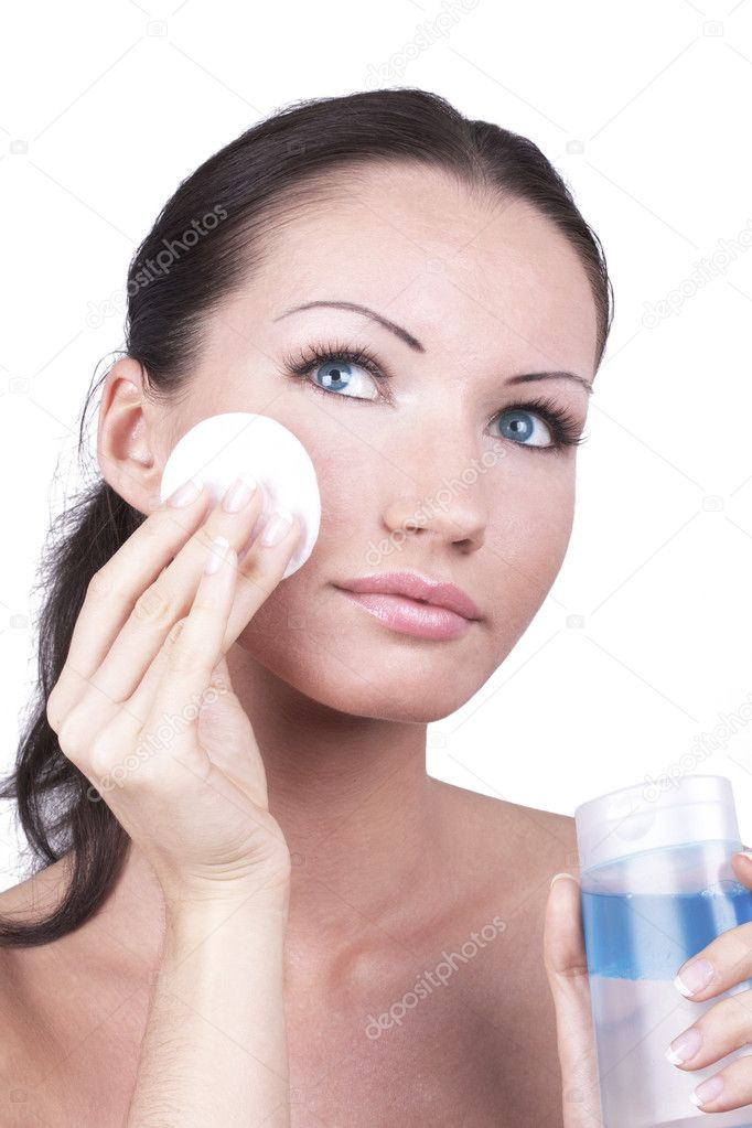 Woman cleaning her face by cotton disc, closed-up portrait — Stock Photo #3489596