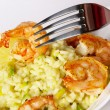 Risotto with fried prawns and avocado - Foto Stock