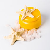 Facial creme, seasalt and seastar — Stock Photo