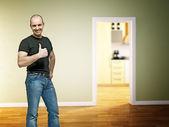 Homem positivo em casa — Fotografia Stock