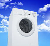 Washing machine and blue sky — 图库照片