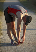 Homme d'échauffement avant course — Photo