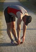 Man opwarmen voordat run — Stockfoto