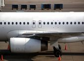 Jetliner waiting on the Tarmac — Foto de Stock