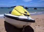 Jet Ski by a Beautiful Beach — Stock Photo
