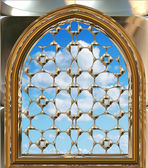 Gothic or scifi window with blue sky — Vector de stock