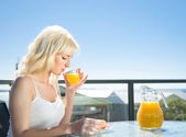 Woman breakfast in cafe — Stock Photo
