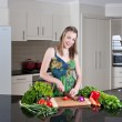 Young woman preparing healthy vegetables — Stock Photo