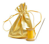 Needle and thread with bag for sewing accessories — Stock Photo