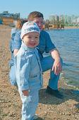 Homens e garotinho — Foto Stock